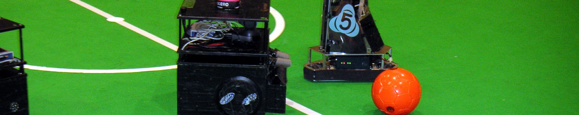 AllemaniACs' Cicero approaching the ball (RoboCup 2006, Bremen, Germany)